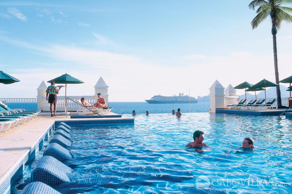Top 5 reasons to stay play at the riu palace cabo san for Best honeymoon resorts in cabo san lucas