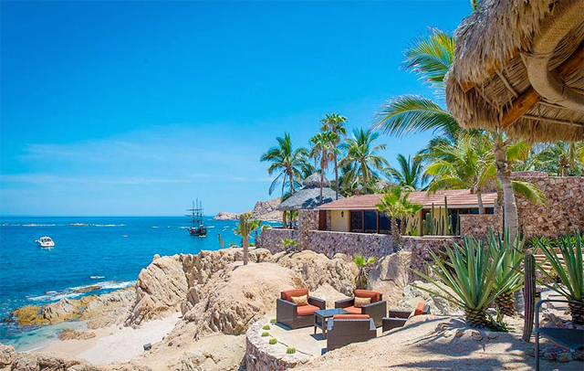 Private beachfront luxury vacation rental in Los Cabos Mexico