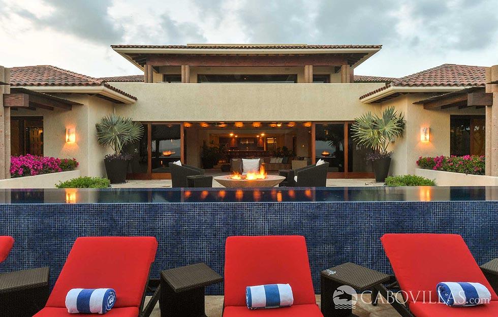 Beachfront Luxury Vacation Rentals in Los Cabos Mexico